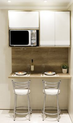 Uma prática é o ambiente ideal para preparar e servir um jantar delicioso! Condo Interior Design, Home Room Design, Home Decor Kitchen, Kitchen Interior, Diy Bedroom Decor, Diy Home Decor, Kitchenette, House Rooms, Kitchen Remodel