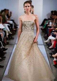 Vestido de novia con una lluvia de dorado de Oscar de la Renta