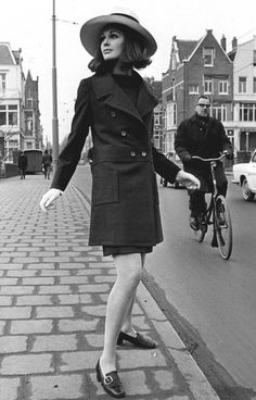 Spring-Summer 1968 groovy fashion fashion, sixties fashion и 60 fashion. Sixties Fashion, 60 Fashion, Fashion History, Retro Fashion, Vintage Fashion, Fashion Design, 1960s Outfits, Vintage Outfits, Swinging London