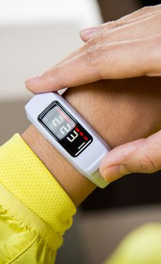 You might lose track of time, but vívofit 2 never does, thanks to its audible move bar feature. After 1 hour of inactivity, vívofit 2 gives you an audio alert and displays a red move bar that builds every additional 15 minutes. And vívofit 2 stores stats right on your wrist. Look at the easy-to-read, night-readable display to see how many steps you've taken, distance traveled, calories burned, time and more. See more fitness tips here.