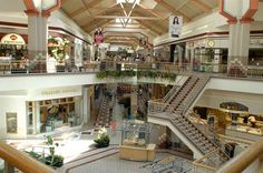30 Awesome Things To Do In Boise - Boise Town Square Mall is a wonderful destination for the hardcore shopper. This is an indoor mall with two levels containing every store your heart could desire. Hungry from all of the shopping? The mall also has a wide variety of food options like Café Ole and Haggen-Dazs. #boise_mall #boise #shopping #townsquare
