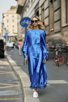 """Retro Styles 37 Really """"Extra"""" Street Style Looks Straight From Milan Fashion Week - The fashion crowds have gone to Milan. Here are all of the best street style looks this September. Milan Fashion Week Street Style, Fashion Week 2018, Street Style Trends, Spring Street Style, Cool Street Fashion, Street Style Looks, Street Style Women, Star Fashion, Look Fashion"""