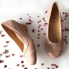 Dan Nude. Romantic wedged shoes in soft pink leather and patent. Handmade. Free shipping