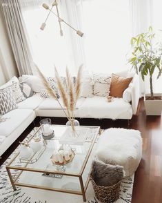 This is a design and style that conveys welcome. Living Room Decor, Bedroom Decor, Modern Interior, Interior Design, Pinterest Home, Home Furnishings, Home Accessories, Home Furniture, House Design