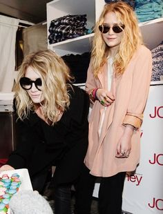 i want their hair!! esp the one in the black.. ashley or mary kate, whichever one it is. haha