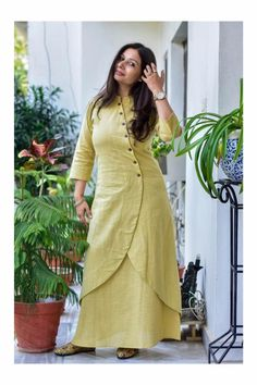 Very unique kurta style paired with skirt. Don't know what this style is called, but looks lovely! Kurti Neck Designs, Salwar Designs, Blouse Designs, Linen Dresses, Cotton Dresses, Indian Dresses, Indian Outfits, Modele Hijab, Indian Designer Wear