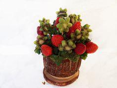 Cum se face un aranjament comestibil din capsuni si kiwi Planter Pots, Strawberry, Kiwi, Fruit, Paste, Romania, Food, Essen, Strawberry Fruit