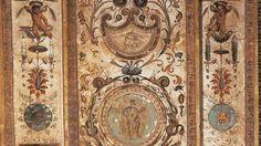 Medaglioni di stucco - Pilastro IX - Amorino con serpente in mano e Uomo in posa (da moneta romana)