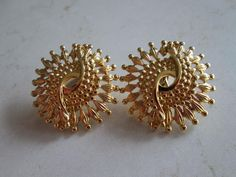 Great vintage Monet clip earrings They measure 1 In great vintage condition as you can see in pictures. Gold Bangles Design, Gold Earrings Designs, Gold Jewellery Design, Gold Jhumka Earrings, Pendant Earrings, Etsy Earrings, Vaddanam Designs, Gold Mangalsutra Designs, Diamond Jewelry
