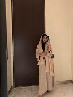 Street Hijab Fashion, Abaya Fashion, Muslim Fashion, Modest Fashion, Fashion Dresses, Modest Wear, Modest Dresses, Modest Outfits, Elegant Dresses