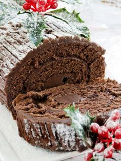 Picture of Homemade christmas chocolate yule log. Christmas Deserts, Christmas Brunch, Christmas Chocolate, Christmas Treats, Christmas Foods, Donut Recipes, Dessert Recipes, Dessert Ideas, Swiss Roll Cakes