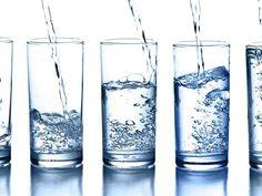 ¿Un vaso de agua o un vaso con agua?