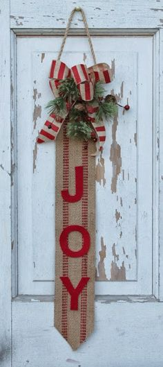 tutorial for making this wallhanging- think I may have found my Xmas door decor