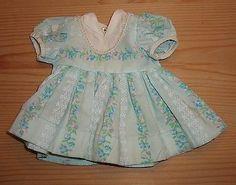 Wunderschoenes-kleines-altes-Kleidchen