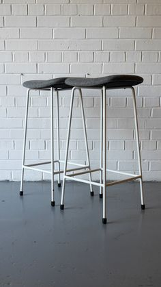 Pair of 'Program' Stools by Kandya Mid Century Chair, Mid Century Furniture, Retro Furniture, Antique Furniture, Dining Room Chairs, Bar Stools, Outdoor Chairs, Armchair, Home Decor
