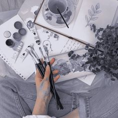 Artist Aesthetic, Aesthetic Images, Aesthetic Collage, Aesthetic Backgrounds, Aesthetic Vintage, Aesthetic Photo, Aesthetic Wallpapers, Journal Aesthetic, Kpop Aesthetic