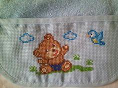desearia el esquema del dibujo en la foto no se ve bien Baby Cross Stitch Patterns, Cross Stitch For Kids, Cross Stitch Cards, Cross Stitch Baby, Baby Knitting Patterns, Cross Stitch Designs, Baby Patterns, Cross Stitch Embroidery, Embroidery Patterns