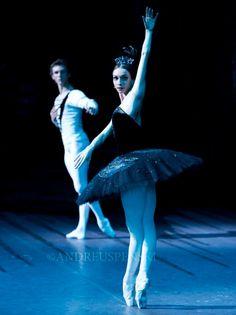 Olga Smirnova and Semyon Chudin perform 'Swan Lake' with the Bolshoi Ballet in London at the Royal Opera House, Covent Garden. Photos (c) Andre Uspenski.