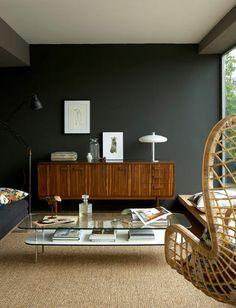 Little Greene : l'élégance d'une peinture mate gris charbon avec des reflets kaki - Plus de photos sur Côté Maison http://petitlien.fr/73mc