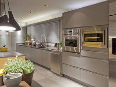 Cozinha da Casa Cor® Brasília 2012, planejada pelo arquiteto Arnaldo Pinho, com mobiliário S.C.A. #kitchen #yellow #decor