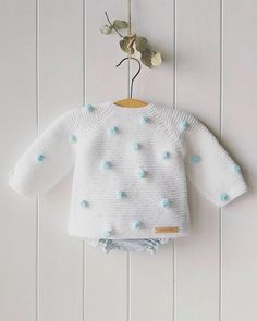 Baby knitting pattern, # Bebecakes, Source by Knit Baby Dress, Knitted Baby Cardigan, Knit Baby Sweaters, Knitted Baby Clothes, Baby Knitting Patterns, Baby Dress Patterns, Knitting For Kids, Crochet Patterns, Free Knitting