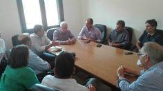 Ο Υπουργός Αγροτικής Ανάπτυξης Βαγγέλης Αποστόλου, συνοδευόμενος από τους βουλευτές Αχαΐας του Σ. Αναγνωστοπούλου και Α. Ριζούλη, καθώς και στελέχη της Νομαρχιακής Επιτροπής του