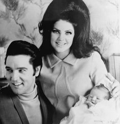 Elvis Presley with his wife Priscilla and their 4 day old daughter Lisa Marie Presley on February 1968 in Memphis, Tennessee. Lisa Marie Presley, Elvis And Priscilla, Great Love Stories, Love Story, Baptist Memorial Hospital, Elvis Presley Facts, Rock N Roll, Graceland Elvis, Hair Icon