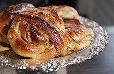 Cardamom-Cinnamom-bun---> this is the real recipe! Swedish Recipes, Fika, Bread Rolls, Yummy Treats, French Toast, Cupcakes, Tasty, Sweets, Breakfast
