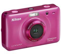 Die Coolpix S30 von Nikon ist eine robuste und wasserdichte Kompaktkamera. Das Gerät mit CCD-Sensor von 10 Megapixel widersteht Stürzen aus bis zu 80 cm Höhe und ist auch bis 3 Meter unter Wasser einsatzbereit.  Die leicht zu benutzende Kompaktkamera verfügt über einen optischen 3.fach Zoom und eine Brennweite, die 29 - 87 mm im Format 24 x 36 entspricht.
