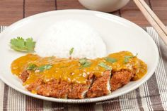 Home Made Katsu Chicken Recipe fried in Panko Breadcrumbs and served with a Janapese Curry Sauce (Full Recipe with step by step pictures) Asian Recipes, Gourmet Recipes, Cooking Recipes, Ethnic Recipes, Curry Recipes, Chicken Katsu Curry, Coconut Curry Sauce, Japanese Curry, Curry Dishes