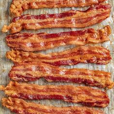 Everyone loves oven cooked bacon! It is just as crispy and delicious as in a frying pan, without the mess! Once you try it, you'll be converted for life! The post How To Bake Bacon Oven Cooked Bacon, Bacon In The Oven, Cooking Bacon, Oven Cooking, Cooking Time, Cooking Recipes, Bacon Recipes, New Recipes, Recipies