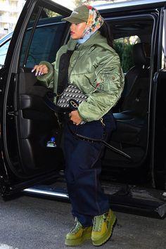 Rihanna out and about in NYC (Mar. Fashion Killa, Look Fashion, Hijab Fashion, Winter Fashion, Fashion Outfits, Fashion Trends, Runway Fashion, Mode Rihanna, Rihanna Riri