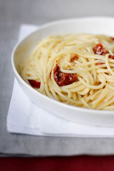 - VANILLA - stories of cuisine: Monday Girlfriends: spaghetti with garlic, oil and chilli with dried tomatoes Edda