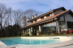 VILLA CON PISCINA #casaestyle #style #interior #design #home #house #casa #dream #brianza #milano #monza #luxury #lusso #pregio #casa #villa #piscina #swim #swimmingpool  http://www.casaestyle.it/