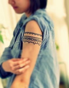 Lace upper arm tattoo...would rather put on thigh as a garter belt