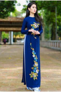 Hand Painted Dress, Painted Clothes, Long Dress Fashion, Women's Fashion Dresses, Vietnamese Traditional Dress, Traditional Dresses, Dress Indian Style, Indian Dresses, Pantalon Large