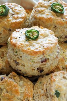 Bacon, Pepper Jack, and Jalapeno Scones are so flaky and flavorful! One of our favorite savory scone recipes. Serve for breakfast or with dinner! Muffins, Savory Scones, Brunch, Little Lunch, Breakfast Recipes, Scone Recipes, Breakfast Scones, Tapas, Cooking Recipes