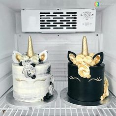 LOVE the black n white unicorn cakes!
