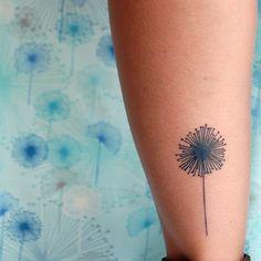 Cute Dandelion Tattoo http://tattoos-ideas.net/cute-dandelion-tattoo/ Flowers Tattoos, Girly Tattoos, Minimal Tattoos