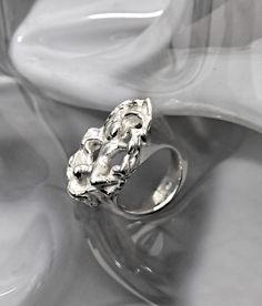 "Silberring ""Fallen"" - www.wolfsschmiede.com Wolf, Heart Ring, Engagement Rings, Jewellery, Rings For Engagement, Wedding Rings, Jewelery, Commitment Rings, Jewlery"