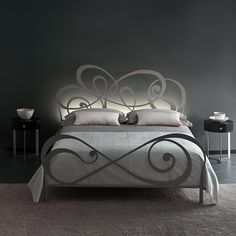 Iron Furniture, Bedroom Furniture, Dressing Table Design, Wrought Iron Beds, Steel Bed, First Apartment Decorating, Headboard Designs, Space Saving Furniture, Luxurious Bedrooms