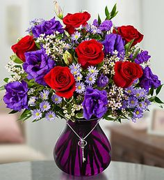 A stunning bestseller: traditional roses, passion purple & key to your heart! Valentine Flower Arrangements, Valentines Flowers, Beautiful Flower Arrangements, Floral Arrangements, Beautiful Flowers, Valentine Nails, Bouquet Champetre, Purple Vase, Traditional Roses