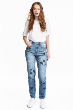 63b655e052 Slim Mom Jeans - Niebieski denim Myszka Miki - ONA
