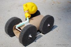Another Nerdy Science highlight from ivillage - Balloon Race Car - Kids Crafts to Make With a Cardboard Box Easy Crafts For Kids, Diy For Kids, Crafts To Make, Balloon Cars, Balloons, Homemade Kids Toys, Moon Buggy, Auto Party, Junk Modelling