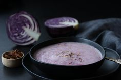 Rotkohlsuppe mit Birne Alkaline Foods, Fondue, Food Inspiration, Cheese, Ethnic Recipes, Red Cabbage Soup, Pear Recipes, Easy Meals, Cooking