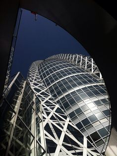 Mode Gakuen Cocoon Tower - Tokyo, Japan <3 by Tange Associates. http://issuu.com/a.city/docs/acity_specialized_magazine/58 Интервью с Paul Noritaka Tange Interview with Paul Noritaka Tange http://issuu.com/a.city/docs/acity_specialized_magazine/52