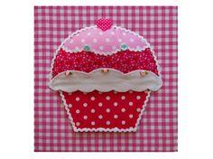 """Prachtig schilderij """"Miss cupcake"""". Handgemaakt met leuke stofjes."""