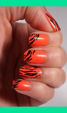 Tiger nail art but in HFMS blue Tiger Stripe Nails, Tiger Nail Art, Animal Nail Art, Striped Nails, Tiger Stripes, Football Nails, Clemson Football, Football Season, Feather Nails