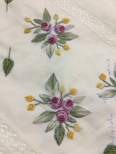 Wonderful Ribbon Embroidery Flowers by Hand Ideas. Enchanting Ribbon Embroidery Flowers by Hand Ideas. Brazilian Embroidery Stitches, Floral Embroidery Patterns, Hand Embroidery Videos, Hand Embroidery Flowers, Hand Work Embroidery, Flower Embroidery Designs, Creative Embroidery, Learn Embroidery, Silk Ribbon Embroidery