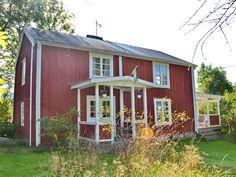 """Ferienhäuser in Schweden - Schwedenhaus Vermittlung - """"Ringhult"""" Shed, Outdoor Structures, Patio, Finland, Sweden House, Door Entry, Cottage House, Destinations, Vacation"""